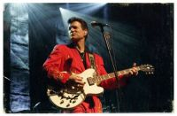 CHRIS_ISAAK_SEPT_3_2014_RED_SUIT_WITH_GUITAR_.jpg