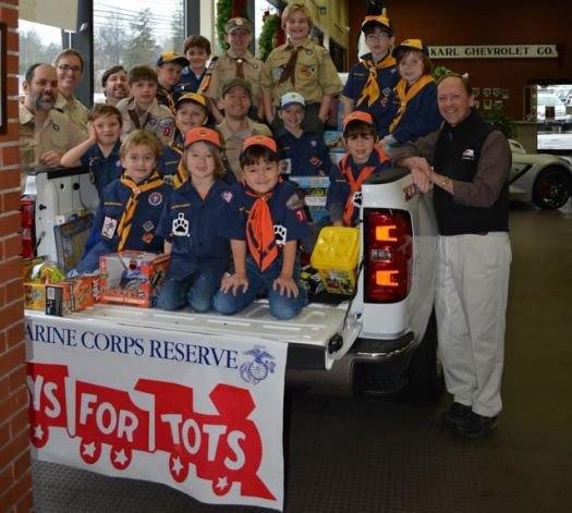 StamfordPlus.com News - Cub Scouts drop off Toys for Tots