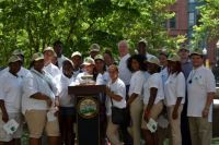 Mayor_Finch_with_the_Conservation_Corps.jpg