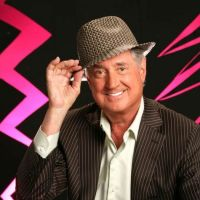 NEIL_SEDAKA_FEDORA_MARCH_24_2013_.jpg
