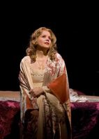OTELLO_RENEE_FLEMING_AS_DESDEMONA_OCTOBER_2012_MET_LIVE_IN_HDdemona_1704a_5B3_5D.jpg