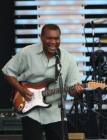 ROBERT_CRAY_PLAYING_GUITAR_JULY_3_2014_.jpg